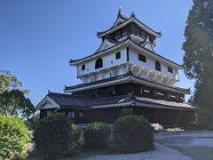 岩国城に到着!! 地上から山頂駅と岩国城を眺めるとかなり距離がありそうに見えましたが10分もかからず到着しました。