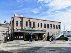 気持ちの良い秋晴れの朝、慣れない早起きをしてはるばる都内は上野までやってきました。 始発駅東京駅発でもよかったのですが、やはり北へ向かう鉄旅は上野でなくちゃねぇ!  2020年、コロナ禍で旅のスタイルも大きく変わり、旅行前一週間は常に体温チェック、そして執拗なまでにうがい手洗いを実施する日々。特に今回出向く山形は発生件数(当時)が累計100名未満で、無防備な渡航による拡大要因には絶対なるわけにはいきません。