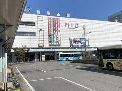 路線バスで約30分JR和歌山駅到着。南海電車の和歌山市駅とはかなり離れてます。和歌山電鐵に乗りますが、どこから乗っていいか迷いました。結論JR改札口からでした。