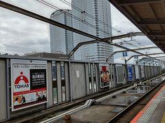 ●JR海浜幕張駅界隈  もう一本位、線路が敷けそうな無駄な空間、何でしょう…。 ちょっと幕張をかじって、千葉を満喫した気分になって、東京に向かいました。