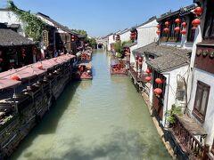 その通貴橋からの景色。 これぞ蘇州、これぞ運河的な光景です。