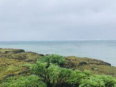 最後に、黒島灯台前の海。 こちらは、台風の北風を受けない、島の南側に面しているため、港や伊古桟橋とは全然風当たりや波が違います。