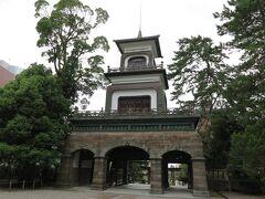 次に、前回も訪れた尾山神社へ。