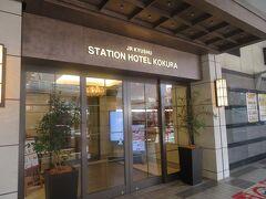 そのすぐ近くにホテルの1階入り口