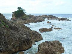 笹川流れ沿いに在る大きなパーキング(トイレも完備された広場)から見た弁天岩