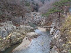 夏井川沿いには磐越東線が走っています.紅葉の頃に乗ってみたい.