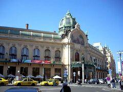 アール ヌーボー様式の市民会館、別名スメタナ ホール。 「のだめカンタービレ」でも登場しています。