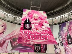 東京・六本木『六本木ヒルズ』内の広告の写真。  Pinkのドンペリちゃん(#^.^#)