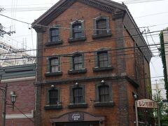 レンガ造りが素敵な旧向井呉服屋支店倉庫。