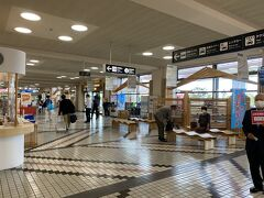 今回はほぼ手ブラなのでそのまま到着エリアへ。 コンパクトな空港ですので迷う事もありません。