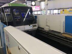 金曜日会社を午前中で切り上げ、会社近くからタクシーで浜松町駅へ。途中環2でショートカットしようとして渋滞にハマったから、以前会社近くから浜松町駅まで日比谷通り経由で1500円くらいで行ったのに、今回は2200円もついた。