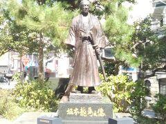 丸山公園まで来ると、坂本龍馬の像がありました。
