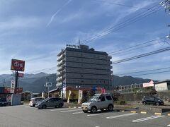 駒ヶ根バスターミナルから徒歩10分、駒ヶ根プレモントホテルへ。  駒ヶ根プレモントホテル https://www.komagane-premont.com/  15時にならないとチェックインできないということで、荷物を預けてランチしに行きましょ。