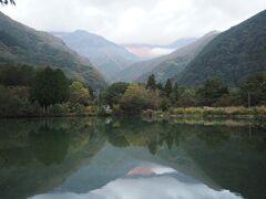 朝日に照らされた千畳敷カールを見たくて、6時前に朝の散歩。 駒ヶ根池を一周しましょ。