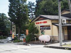 ソースかつ丼で有名な明治亭。  帰りは駒ヶ根本店でさくら丼を食べるんだー。