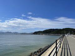 海の中道からの道という、変な日本語。奥に見えるのが志賀島。