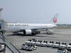 こちらが帰りに乗る飛行機。767-300です。(JA601J)