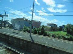 新田原駅通過。 「田原」と書いて「でんばる」と読みます。