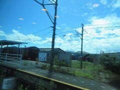 椎田駅通過