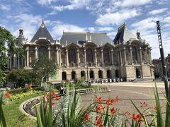 リール美術館Palais des Beaux-Artsは宮殿を改装した美術館です。 地下の古代から上のフロアに進むにつれて現在の作品が見れるようになっています。 ルーベンスやモネなどの印象派の作品も多いです。
