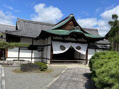 新幹線で京都に入り、そこから嵯峨嵐山までJRで移動。 タクシーで大覚寺に向かいました。
