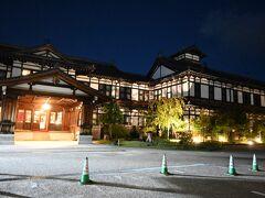 ライトアップされたホテルの外観はクラシックホテルに相応しい素敵なものでした。