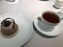お茶は「フォートナム&メイソン」 モンブランが食べたいねということで。紅茶はイングリッシュブレックファースト。セットで1100円 これもネクスペイで。  来月も美味しいものを食べながら、おしゃべりするのを楽しみにして、別れました。