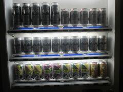 一歩一歩、気を遣いながら下山しました。 そして、無事に、ロープウェイ天神平駅に到着。 もう、いい加減、飲ませてよ!と思っていたら、アルコール自販機がありました!