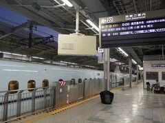 10月3日、新大阪発西行きの始発新幹線「みずほ601号」。 これで、まず岡山まで行く。  「四国くるりきっぷ」は、新大阪~岡山間の往復は新幹線を利用でき、岡山~多度津間と四国全域のJR鉄道が普通はもちろん特急の自由席も乗り降り自由である。 大阪発で17000円、3日間有効である。