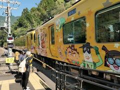 大歩危駅に8:47着。 ここでアンパンマン列車で運行されている特急南風6号とすれ違う。
