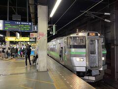 札幌駅1番線  9:49発 小樽行きに乗車。