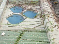 <刈谷市・広小路三丁目> 刈谷市駅前の緑のタイルと六角形の窓のビル