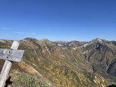 8時26分、樅沢岳(2755m)山頂。