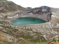 蔵王刈田岳・熊野岳・五色岳の3峰に抱えた円型の火口湖!