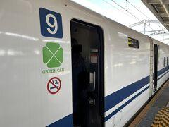 新大阪駅でお友達と待ち合わせて 一緒に改札を入ります  10:14発 のぞみ81号