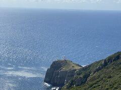 さて、目的地のひとつ、大瀬崎断崖へ。灯台までも歩いて行けるそうですが、パス。