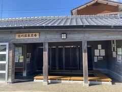 だいぶ、ぐるっと回ってきたところで足湯発見。 少し熱い目ですが、すっきりしました。福江に行くときはタオル忘れずに。