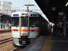 ひとまず、名古屋までやって来ました。ここで、亀山にでも行ってみようかと、関西本線の快速に乗り込みます。。