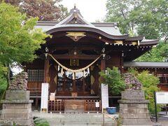行田八幡神社です。 2020年4月、こちらの境内から花手水は始まりました。 コロナ禍の鬱屈を少しでも癒せたらという心遣いからです。 それが半年で街中に広がりました。素晴らしいことだと思います。