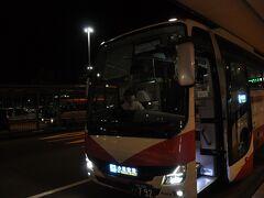 金沢駅から小松空港行きバスに乗り換えます。
