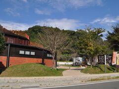 駅の隣に、人吉鉄道ミュージアムMOZOCAステーション868があります。