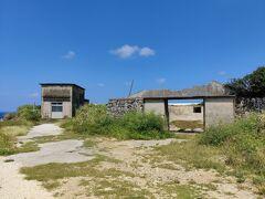 まずは西港のすぐ横にある燐鉱石倉庫の跡に行ってみる。