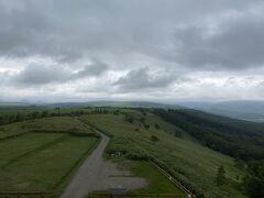 心配になるほどの急坂を上って開陽台(標高270M)に到着です。展望台からの眺め。