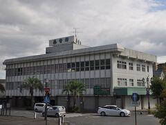 駅前の人吉温泉ホテルあおやぎ、1996年7月に友人と人吉駅に降りたとき、日帰り温泉に入った記憶があるのですが、ここだったかどうか。