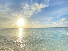 直前まで雨予報が出ていて不安だったのですが、初日から美しい夕日を見せてくれた与論島。