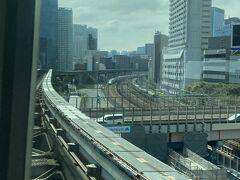 日暮里から浜松町経由でモノレールに乗り継ぎ羽田空港へ。 1時間半かからないくらいで到着できました。