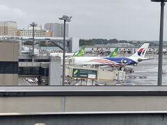 展望デッキにはマレーシア航空と