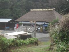 海岸に下りると、こちら「ぼら納屋」 磯料理のお店だそうです