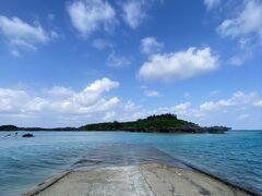 ウミガメスポットで有名な皆田海岸です。ここでは3日目にシュノーケルしてウミガメさんを探しながら泳ぐツアーに参加予定です。