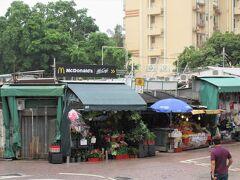 10:40~11:20 「スタンレーマーケット」 スタンレー(赤柱)は、外国人が多い高級住宅街。 でも「スタンレーマーケット(赤柱市場)」は、観光客目当てのお店がほとんどです。マーケットといっても市場ではありません。